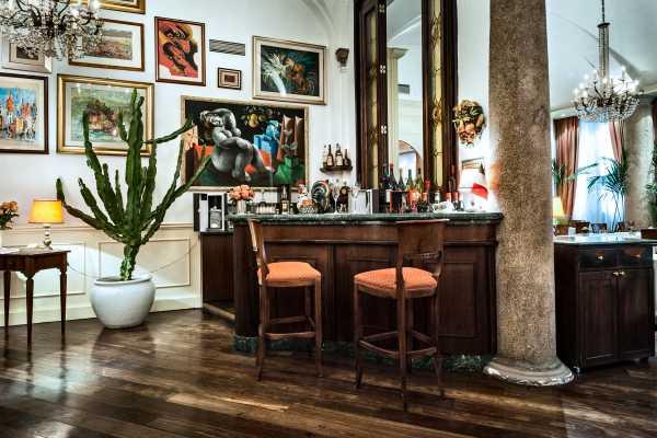 Luxury charme restaurant  boeucc milan