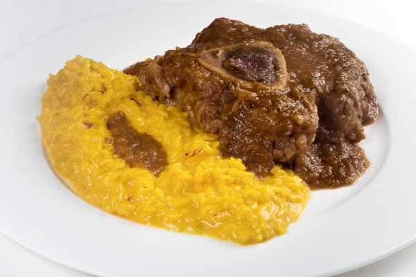 Saffron risotto and ossobuco - Boeucc Milan Restaurant