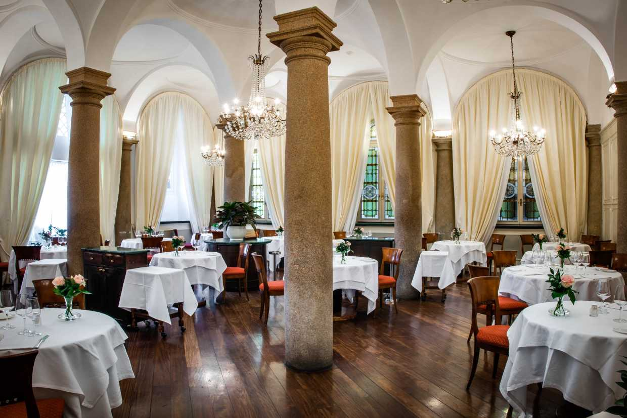 Colonne Dining Room